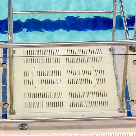 plateforme élévatrice pour piscine publique
