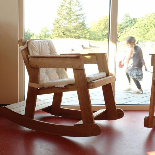 chaise contemporaine / pour enfant / à bascule / en bois