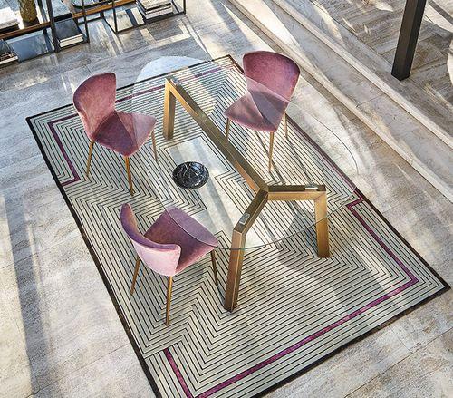 chaise contemporaine / tapissée / en tissu / en bois