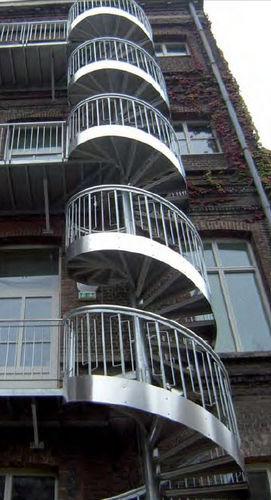 escalier en colimaçon / structure en métal / marche en métal / sans contremarche