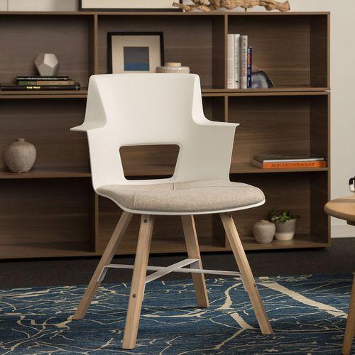 chaise contemporaine / tapissée / avec accoudoirs / en érable