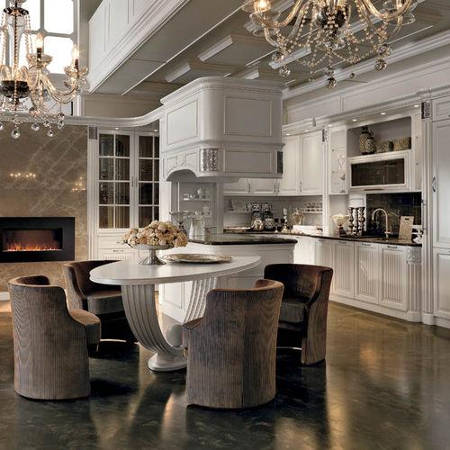 cuisine classique / en bois laqué / en marbre / avec îlot