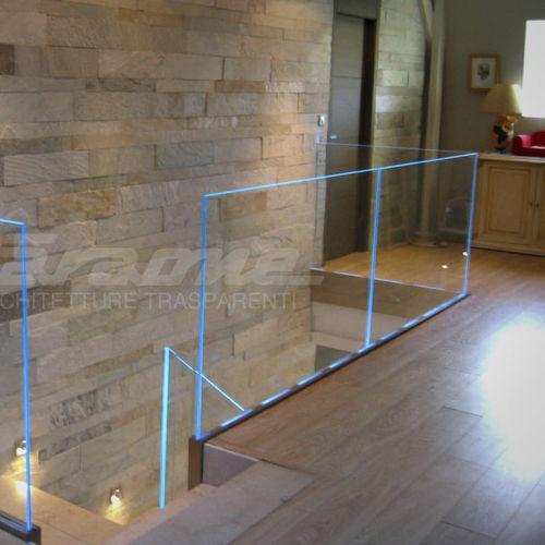garde-corps en aluminium / en verre / à panneaux en verre / d'intérieur