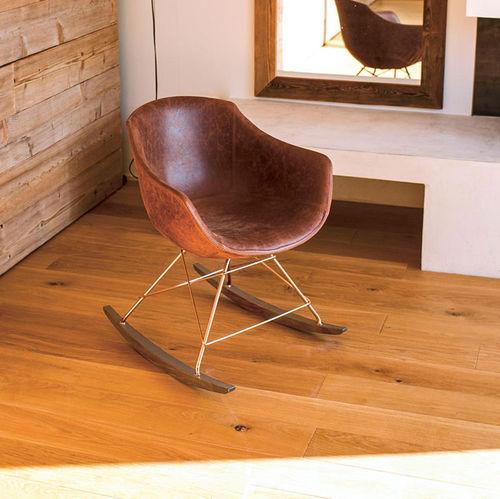 chaise contemporaine / tapissée / avec accoudoirs / à bascule