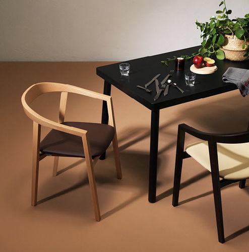 chaise de salle à manger contemporaine / tapissée / avec accoudoirs / piètement standard
