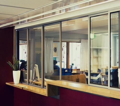 fenêtre coulissante / en aluminium anodisé / à double vitrage / électrique