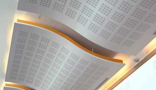 faux-plafond en plâtre / en dalles / acoustique / perforé