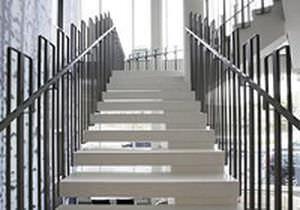 escalier droit / structure en métal / marche en béton / sans contremarche