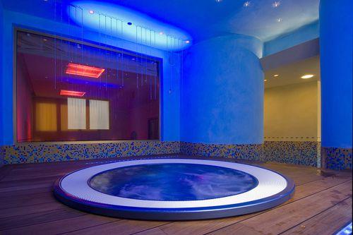 piscine enterrée / en béton / pour centre de bien-être / d'intérieur