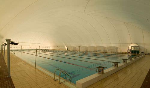 piscine enterrée / en béton / à usage temporaire / d'extérieur