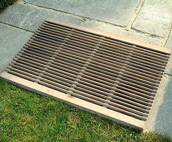 grille de drainage pour espace public