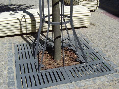 grille d'arbre en fonte / carrée