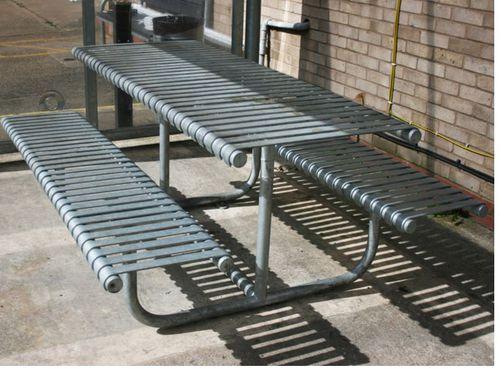 ensemble table et bancs classique / en métal / d'extérieur / pour espace public