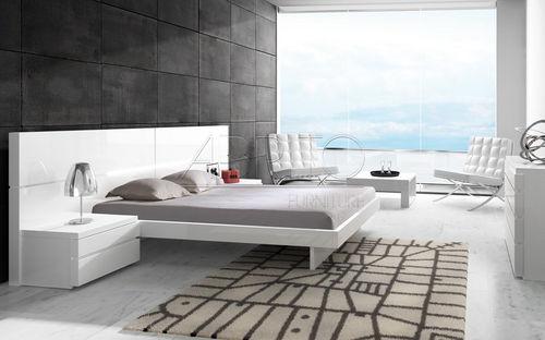 lit double / contemporain / avec tables de chevet intégrées / en bois laqué