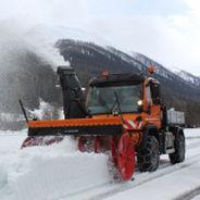 chasse-neige à moteur hydraulique