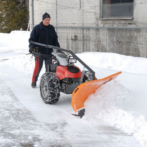 chasse-neige accompagné
