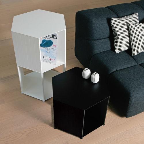 table de chevet contemporaine / en aluminium / hexagonale / pour hôtel