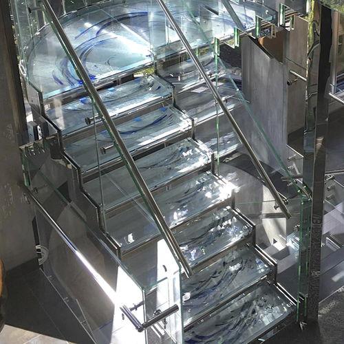 escalier droit / demi-tournant / structure en métal / en verre