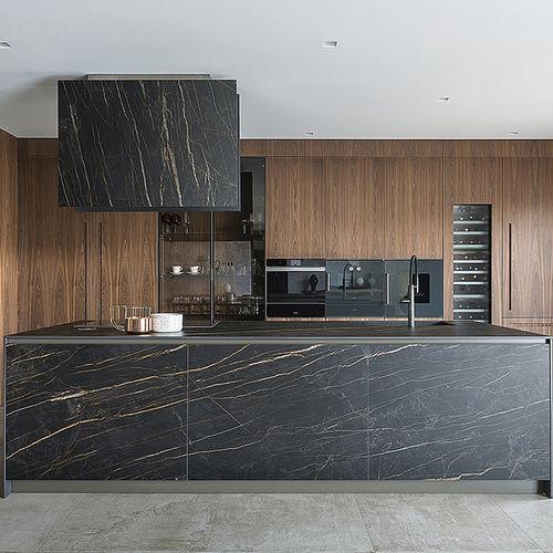 cuisine contemporaine / en bois / en verre / en pierre