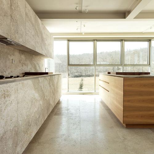 cuisine contemporaine / en pierre naturelle / en métal / en bois