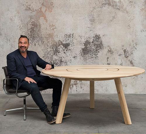 table de pique-nique contemporaine / en bois massif / avec piètement en bois / rectangulaire