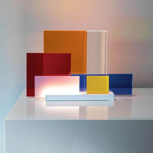 lampe de table / contemporaine / en aluminium / en méthacrylate