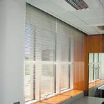 store vénitien / en aluminium / motorisé / de protection solaire