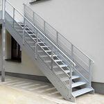 escalier droit / en métal / marche en métal / sans contremarche