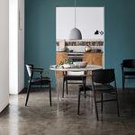chaise design scandinave / avec accoudoirs / avec coussin amovible / en hêtre