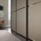armoire contemporaine / en bois / à porte coulissante