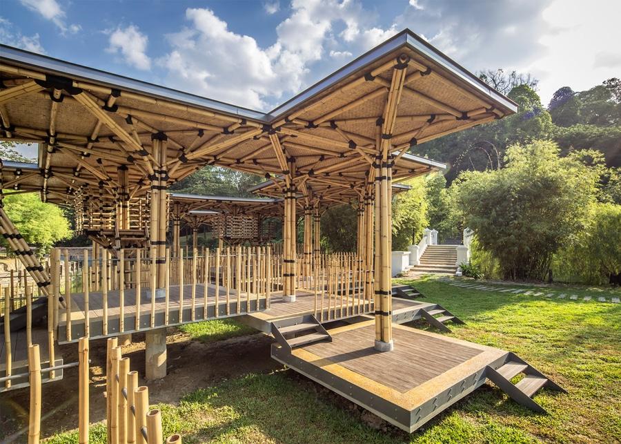 Maison de théâtre en bambou par Eleena Jamil construit sur ...