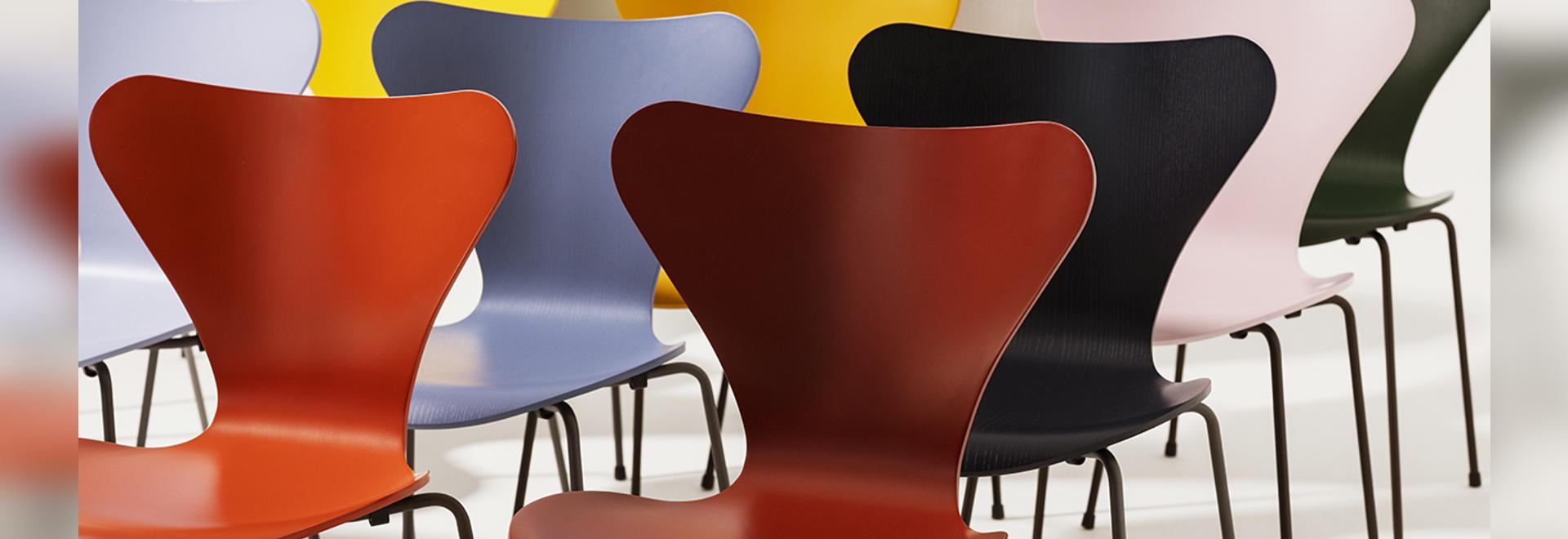 16 nouvelles couleurs pour les chaises empilables d'Arne Jacobsen