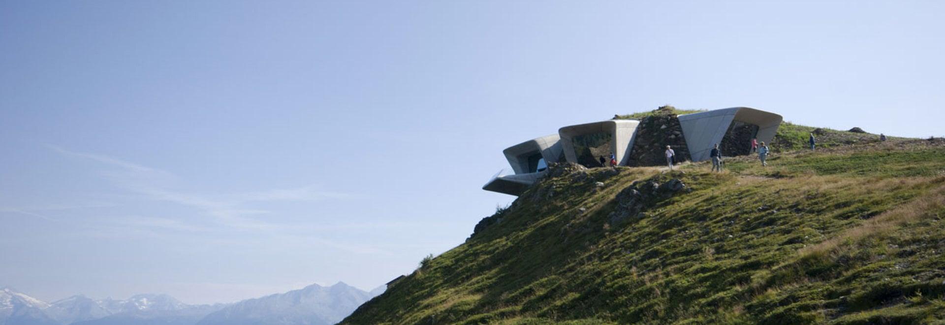 Architectes de Zaha Hadid, musée Corones, Tyrol du sud, Italie de montagne de Messner. © inexhibit.com de photo