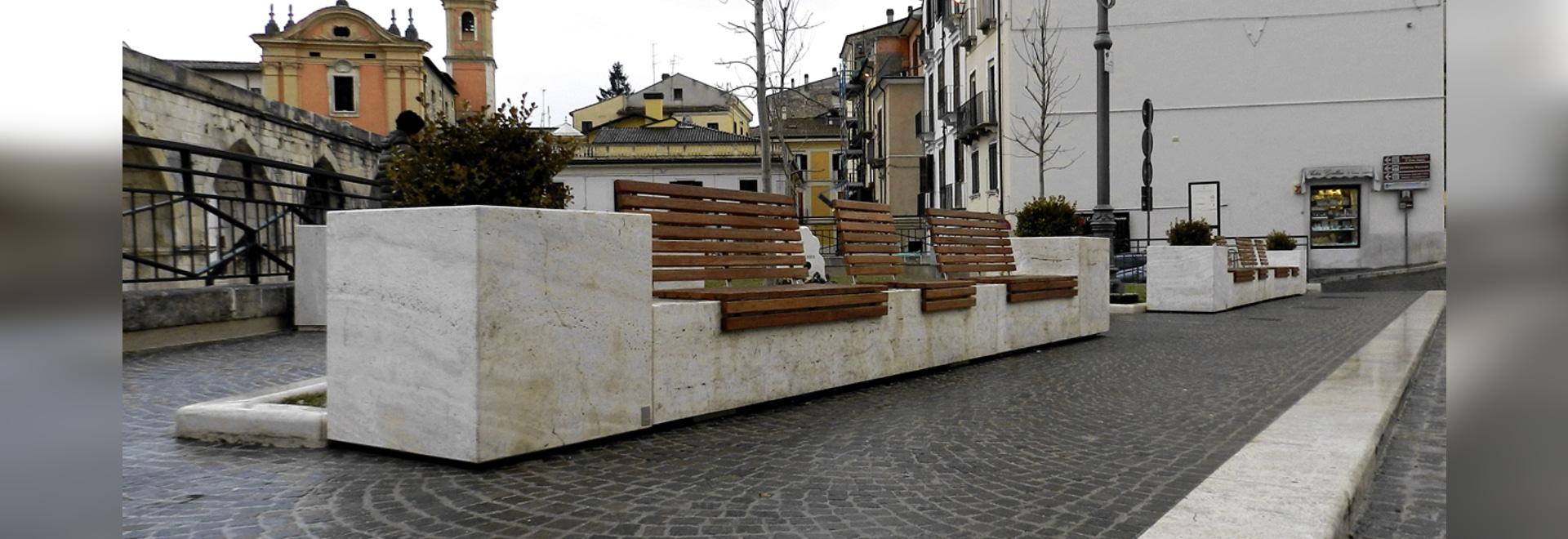 Arredo di Pietra - Planteuse de clous de girofle et banc pontile