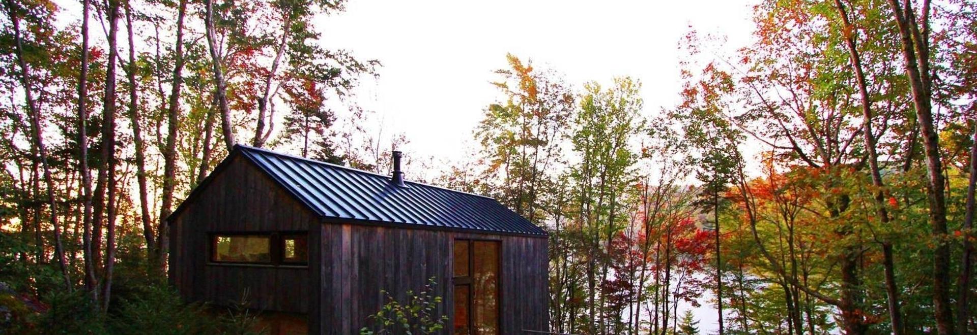 Cabane isolée sur le lac / Atelier Stonorov