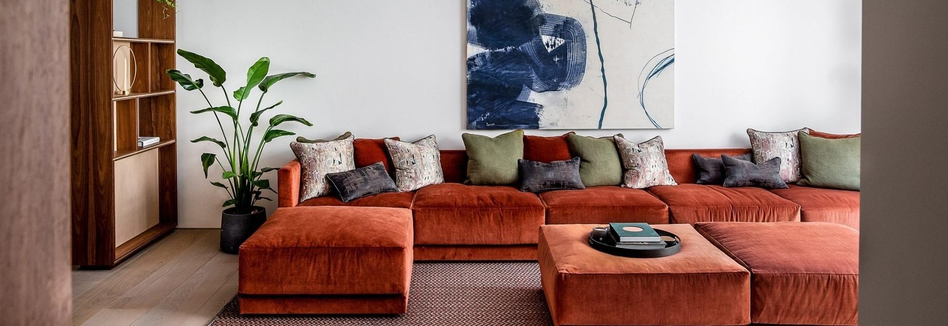 Echlin utilise un agencement en plans brisés pour créer des intérieurs spacieux dans la mews house de Londres