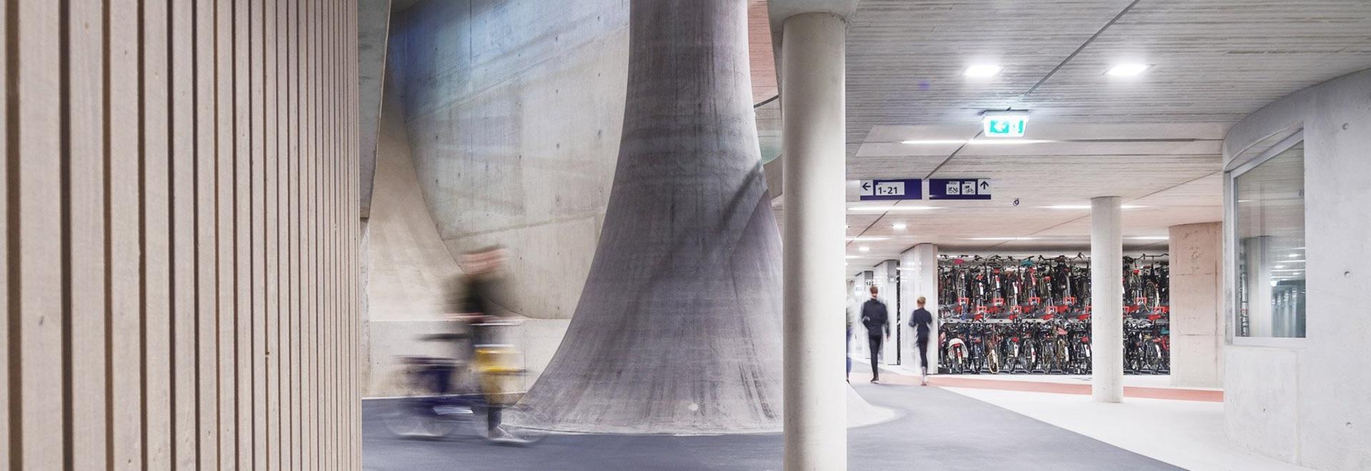 ector hoogstad architecten construit le plus grand parking à vélos du monde à utrecht