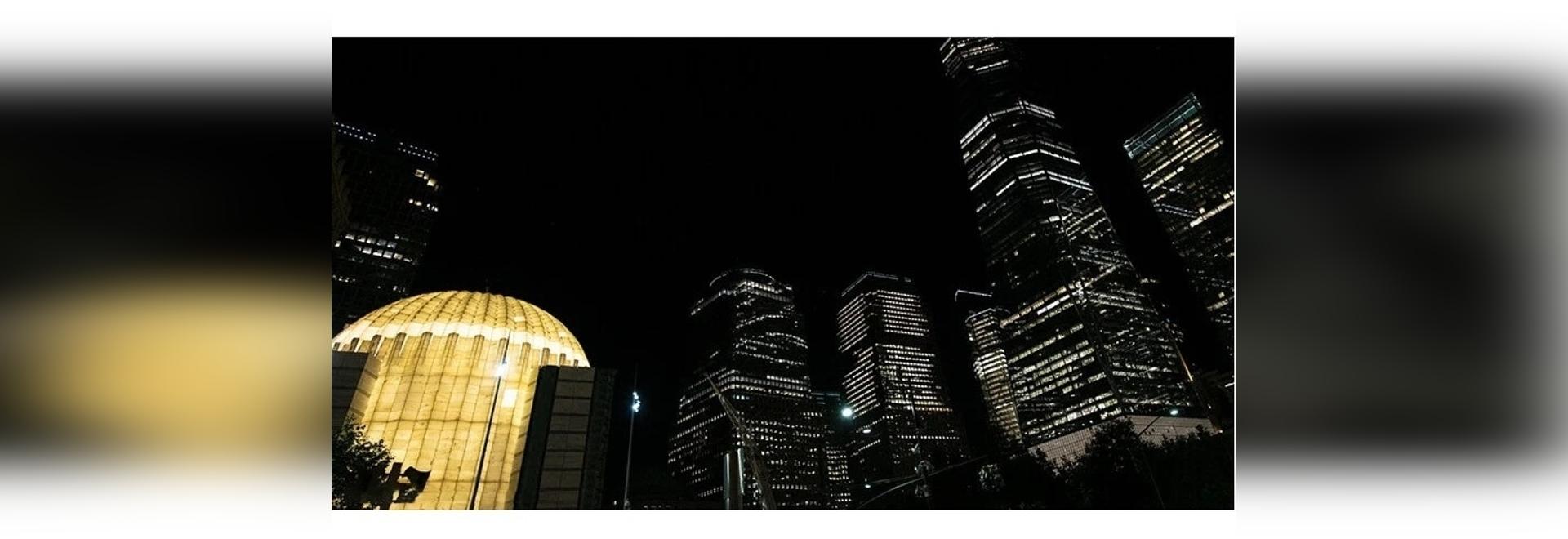 l'église lumineuse du world trade center de calatrava est illuminée pour la première fois