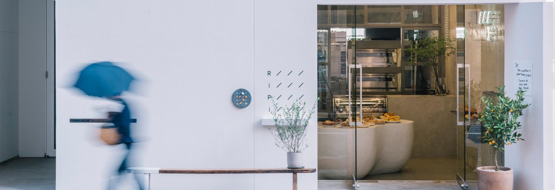 fathom conçoit les boulangeries ripi japonaises comme un espace continu de béton et de verre