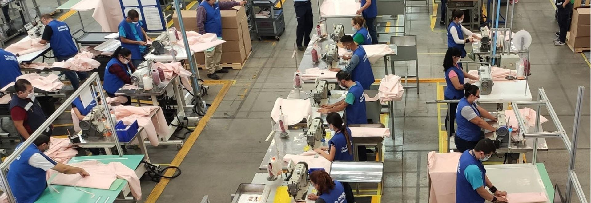 Ford utilise le matériau des airbags pour fabriquer des blouses d'hôpital pour les intervenants COVID-19