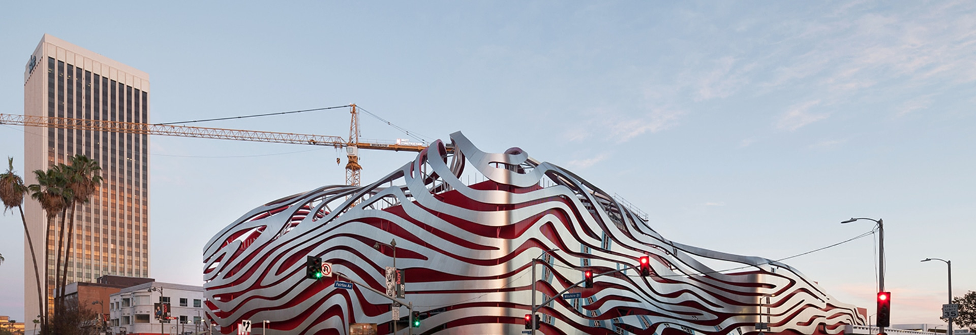 On les dernières additions à la collection déjà riche de Los Angeles de musées et d'espaces culturels est le musée des véhicules à moteur régénéré de Petersen, qui a été complètement remodelé par K...