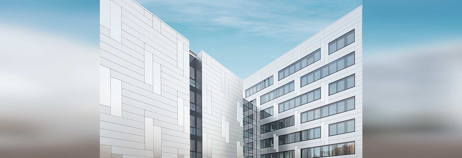 Pensionskasse Hoechst – Façade homogène aux reflets iridescents avec les panneaux composites en aluminium Reynobond