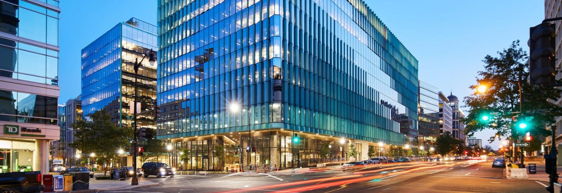 Les ponts en ciel entrecroisent le centre du Midtown du magasin dans le Washington DC