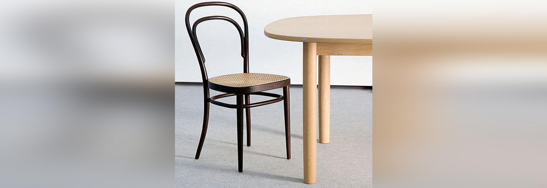 Simplement légendaire : l'exemple de succès unique de la chaise originale 214 de café de Thonets Vienne