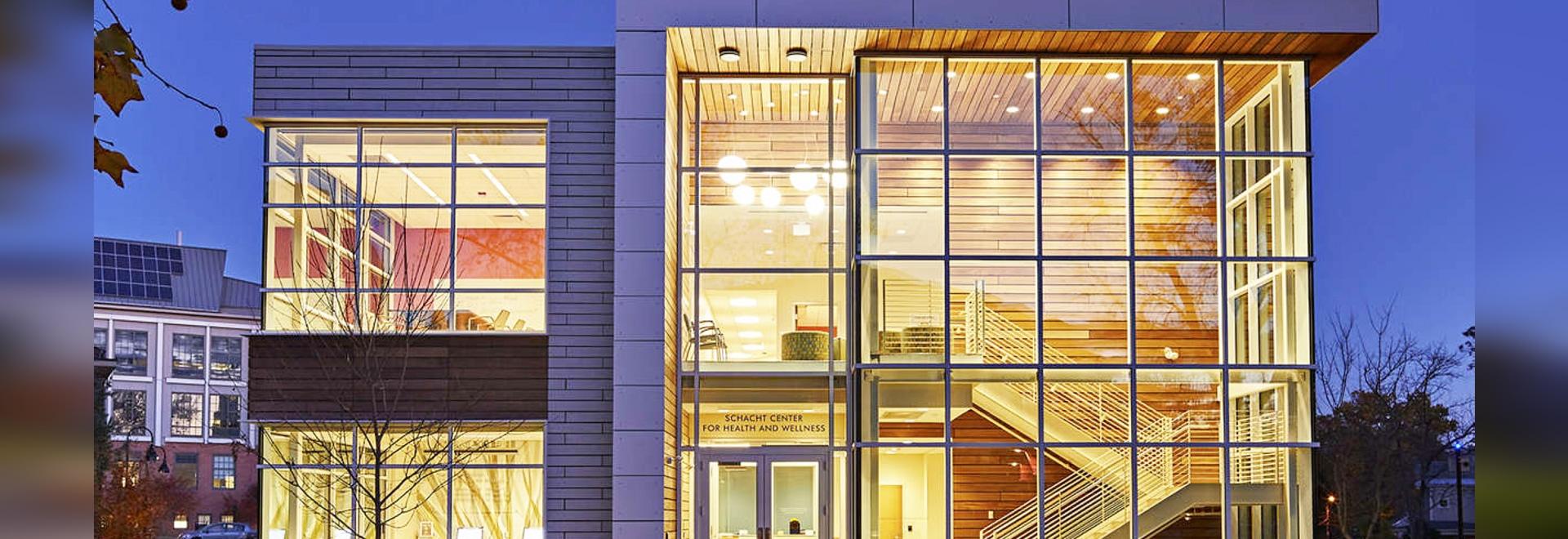 Spagnolo Gisness et associés ? Le centre de Schacht pour la santé et la santé est un bâtiment argenté de LEED à l'université de Smith inspirée par santé et santé holistiques. Le complexe est couver...