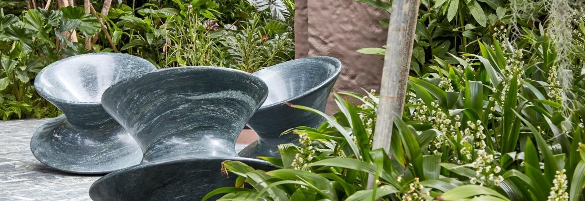 Le studio Heatherwick recrée la chaise Spun en granit