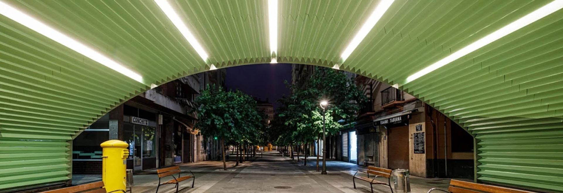 VAUMM remet en état des arcs de chemin de fer avec des carreaux de couleur vert menthe en Espagne