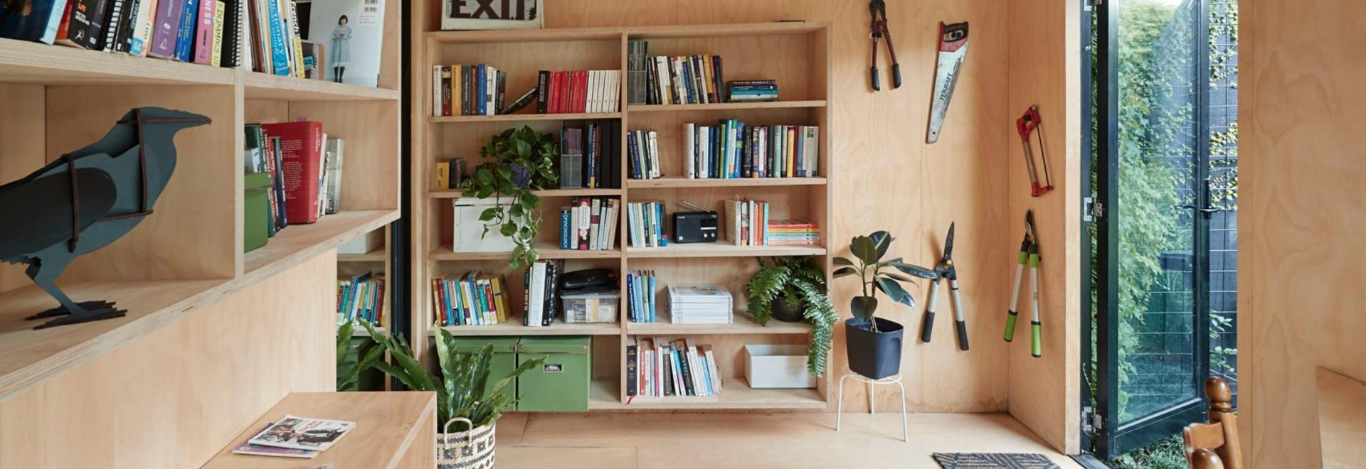 Writer's Shed est un petit atelier de jardin à Melbourne couvert de lierre