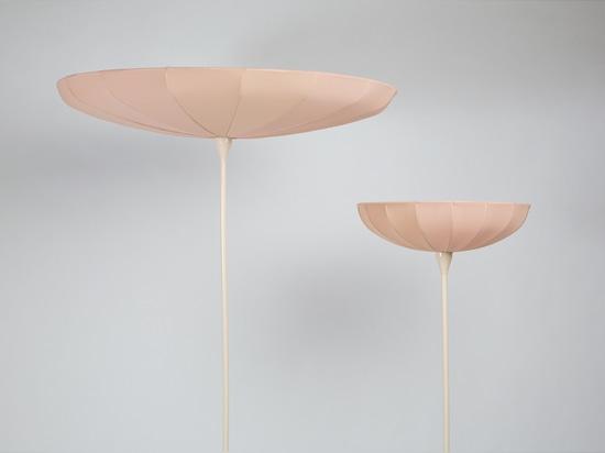 Lampe de ressort par Kristine cinq Melvaer