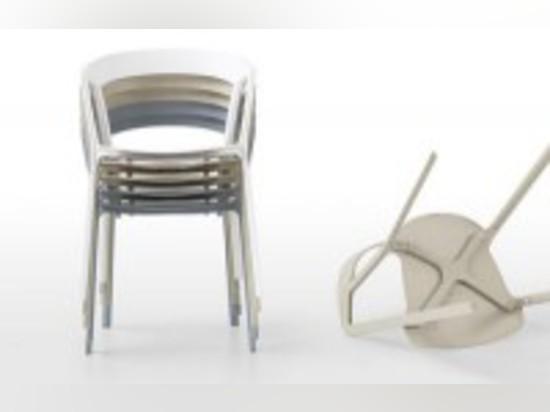 Chaise de boussole pour Kristalia